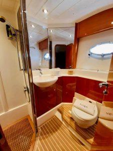 Alquiler_de_Yates-MENORCA-Barcos-Yatchs_Princess_V65-VIP_Escape-Boat_Rent-Toilet